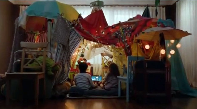 The best idea for Birthday Parties: a massive blanket fort