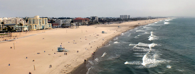 Venice Beach, Los Angeles, from the Ferris Wheel. / @ Eric R. / Flickr