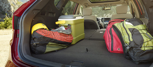 The fold-down rear seats turn the Hyundai Tucson 2016 into a true cargo hauler
