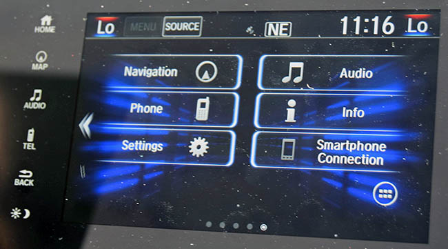 The Honda CR-V 2017 touchscreen controls leave more to be desired.